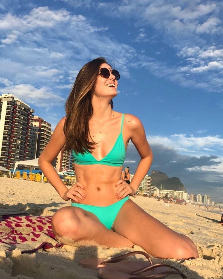Foto : Camila Queiroz - Instagram oficial